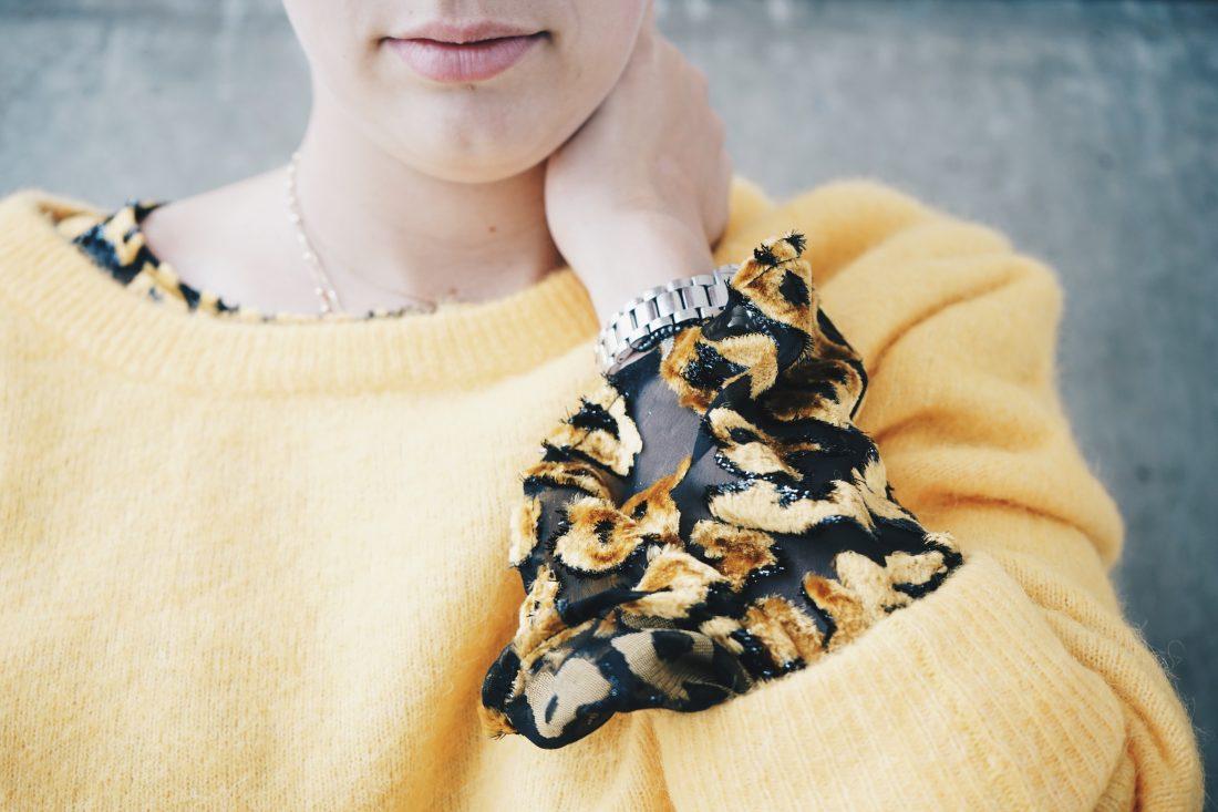Vrouwelijk model in kleding van het merk Samsoe & Samsoe